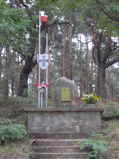 Kamień upamiętniający zdobycie niemieckiego wozu pancernego